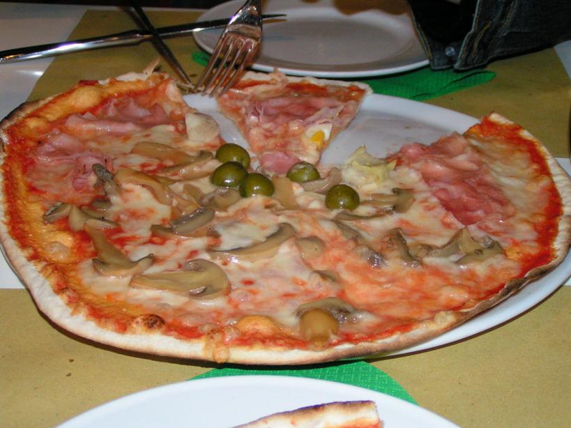 Delicious Pizza Delicious Pizza in Rome Italy