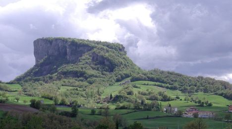 Pietra di Bismantova mountain, Appennino Tosco-Emiliano National Park, Italy