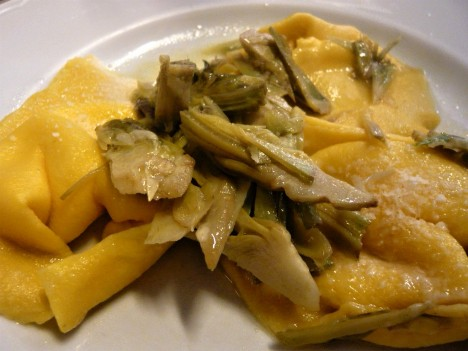 Cheese tortelli with artichokes