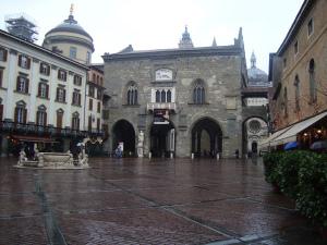 Piazza vecchia and Palazzo della Ragione, Bergamo Alta, Lombardy, Italy