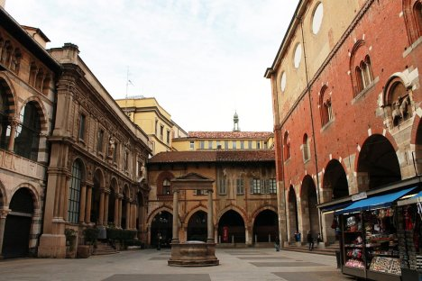 Piazza Mercanti, Milano, Lombardy, Italy