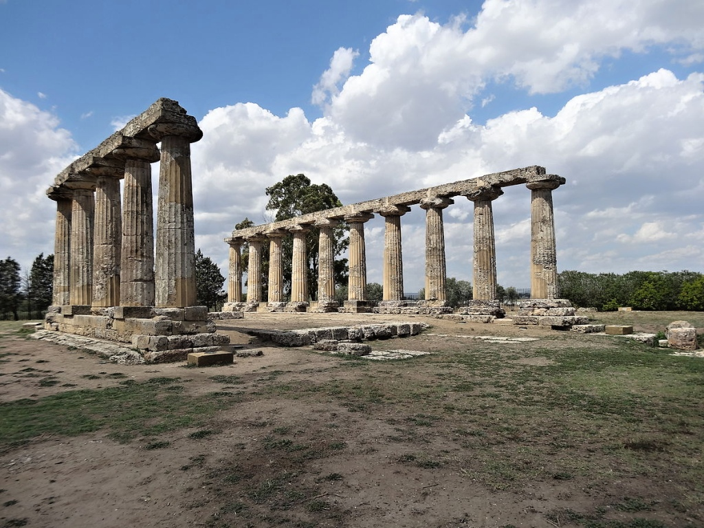 Metaponto – Greek columns, amphitheaters and temples at the sea