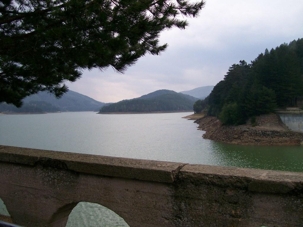 Lago Ampollino, nel Parco Nazionale della Sila, Calabria ...