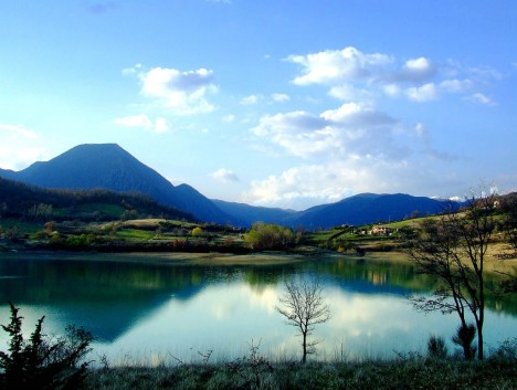 Lake Castel San Vincenzo and Mainarde mountains, Abruzzo National Park, Italy