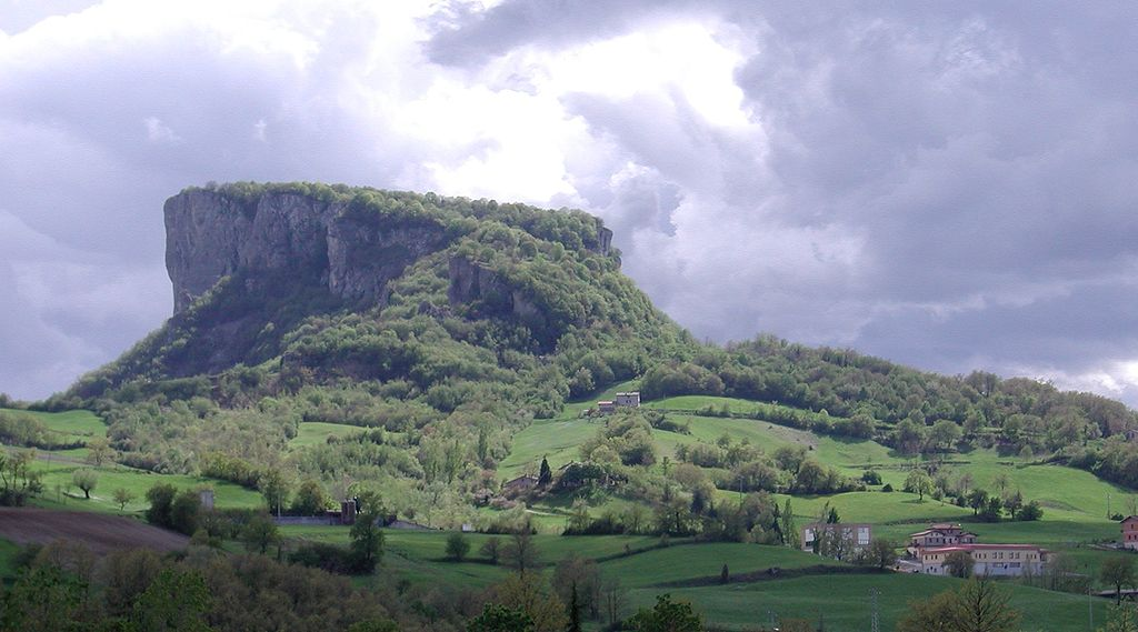 Pietra di Bismantova mountain, Appennino Tosco-Emiliano National Park, Italy