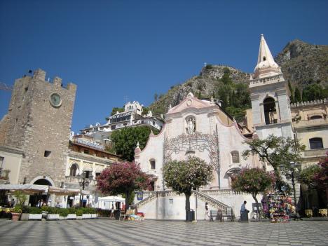 Piazza IX Aprile, Taormina, Sicily, Italy
