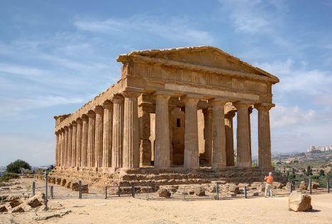 Temple of Concordia, Valle dei Templi, Agrigento, Sicily, Italy