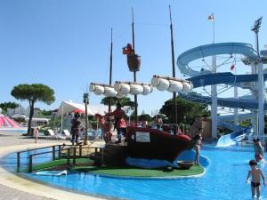 Aquasplash waterpark pirate ship