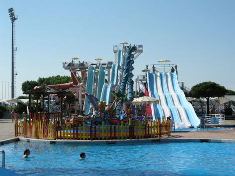 Aquasplash waterpark - slides