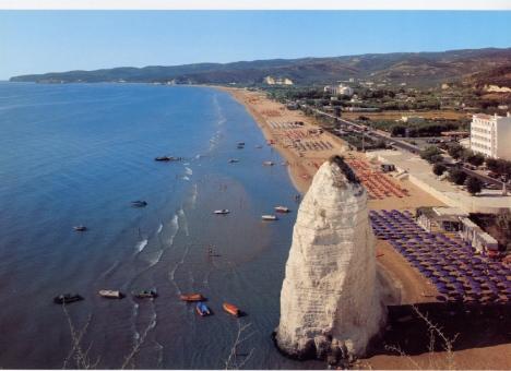 Spiaggia del Castello with Pizzomunno, Vieste, Gargano, Puglia, Italy