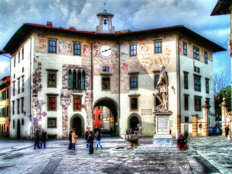 Palazzo dell'Orologio with the statue of Cosimo, Piazza dei Cavalieri, Pisa, Tuscany, Italy