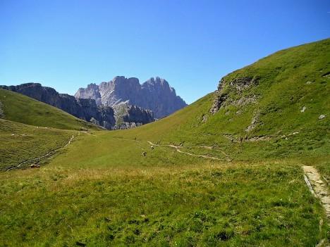 Geisler range mountain trails, Val di Funes, Dolomites, Italy